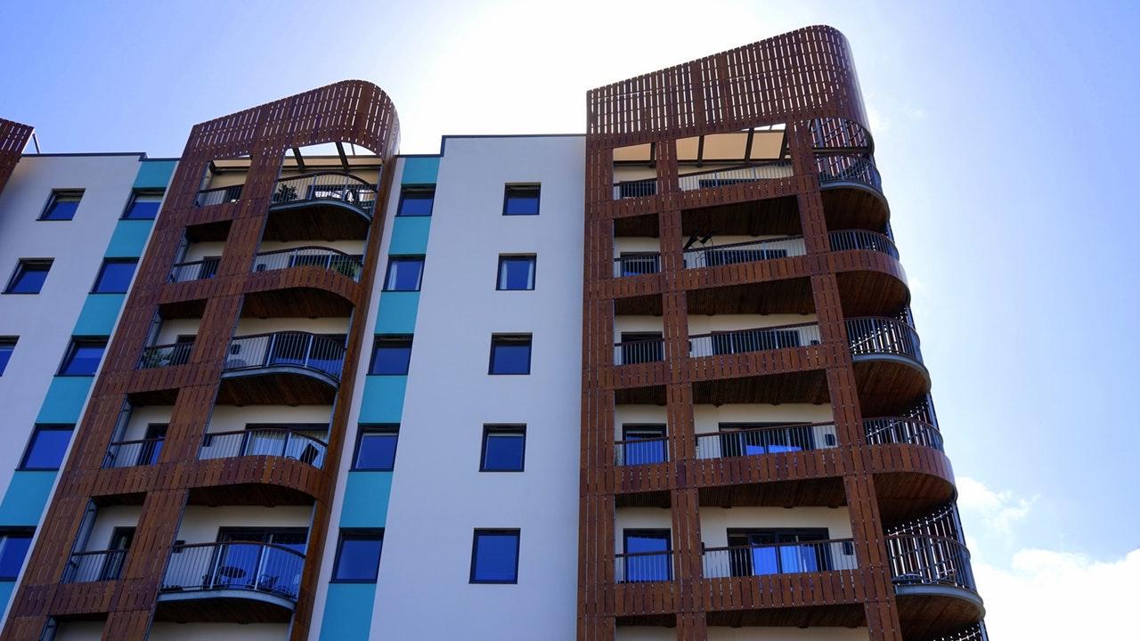 Ceny bytov sú po 2. kvartáli opäť o pár tisíc vyššie