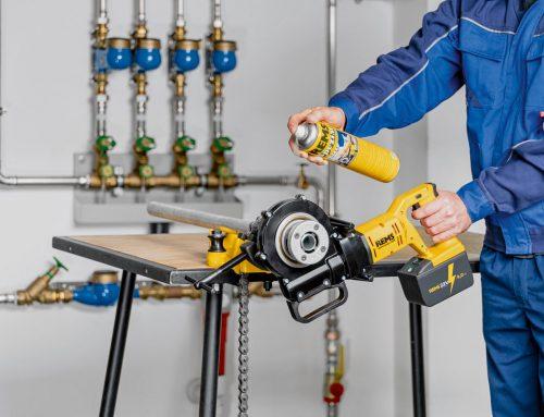 Známy nemecký výrobca profi náradia pre inštalatérov predstavuje novinku – akumulátorovú závitnicu REMS AKKU-AMIGO 22V