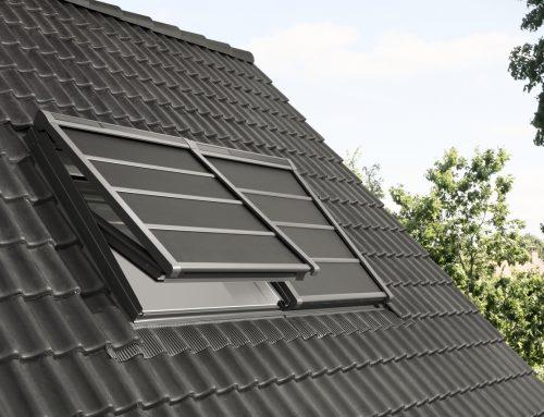 Nová ľahká vonkajšia roleta VELUX horúčavu cez strešné okná nepustí