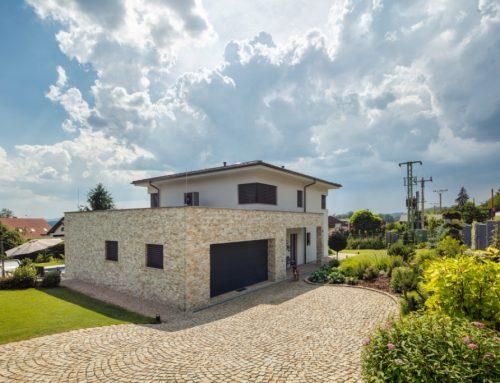 Investor si prial seriózny dom, postavil ho z tehál HELUZ