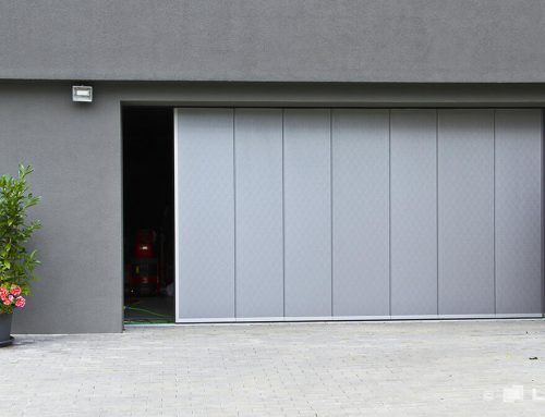 Garážové brány ako jediný vstup do domu. Ako ich riešiť čo najkomfortnejšie?