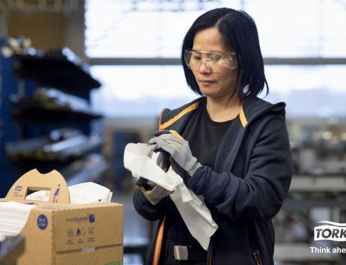 Tork uvádza na trh utierku z prírodných materiálov, vďaka ktorej firmy splnia svoje ciele v oblasti udržateľnosti bez poklesu výkonnosti
